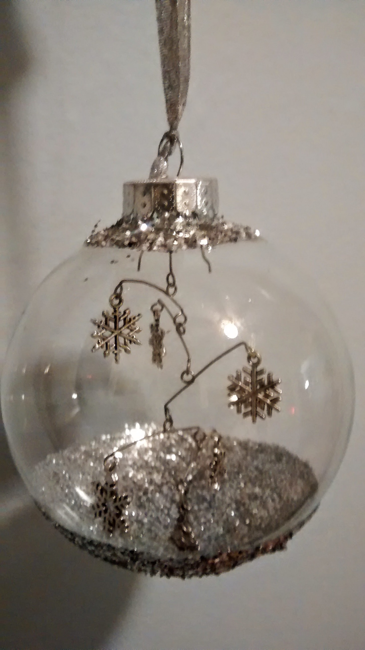 5/14 Years of Christmas Gift Art. Glass Ball MobileOrnament